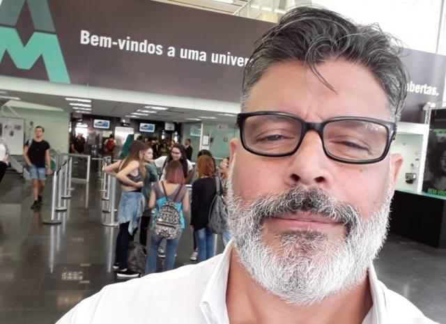 Justiça manda Twitter apagar publicação de Alexandre Frota que cita Chico, Caetano e Gil