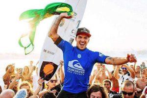 gabriel medina 1 300x200 - Medina vence etapa de Portugal e leval definição de título para o Havaí