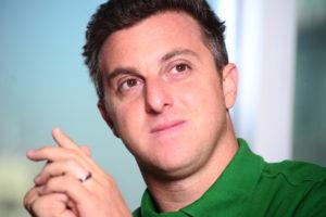 luciano1 300x200 - Luciano Huck é condenado a pagar R$ 40 mil de multa por crime ambiental