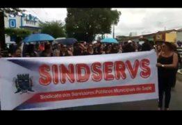 Servidores de Sapé paralisam atividades e protestam contra Prefeitura: 'estão negando nossos direitos'