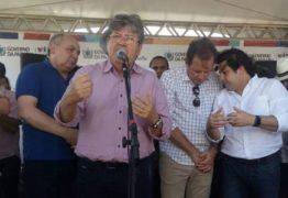 """Políticos governistas """"ciceroneiam"""" Azevedo em viagens ao interior"""