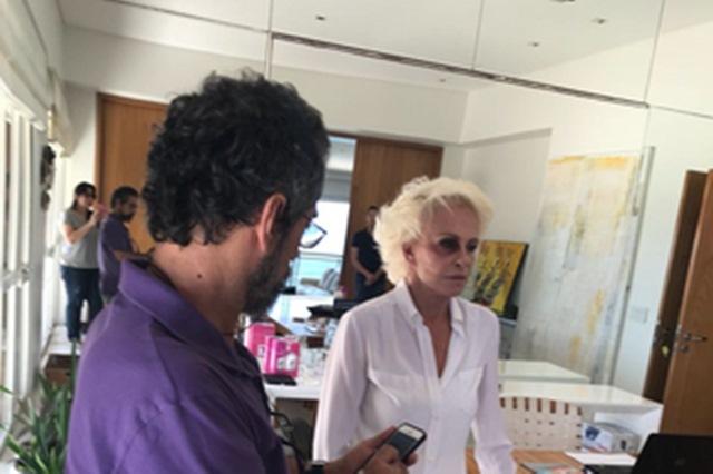 Ana Maria Braga aparece de olho roxo e preocupa internautas