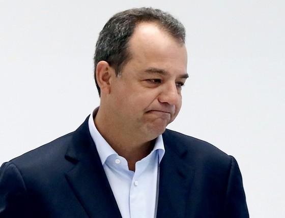 Cabral chega algemado nas mãos e pés para exames do IML de Curitiba