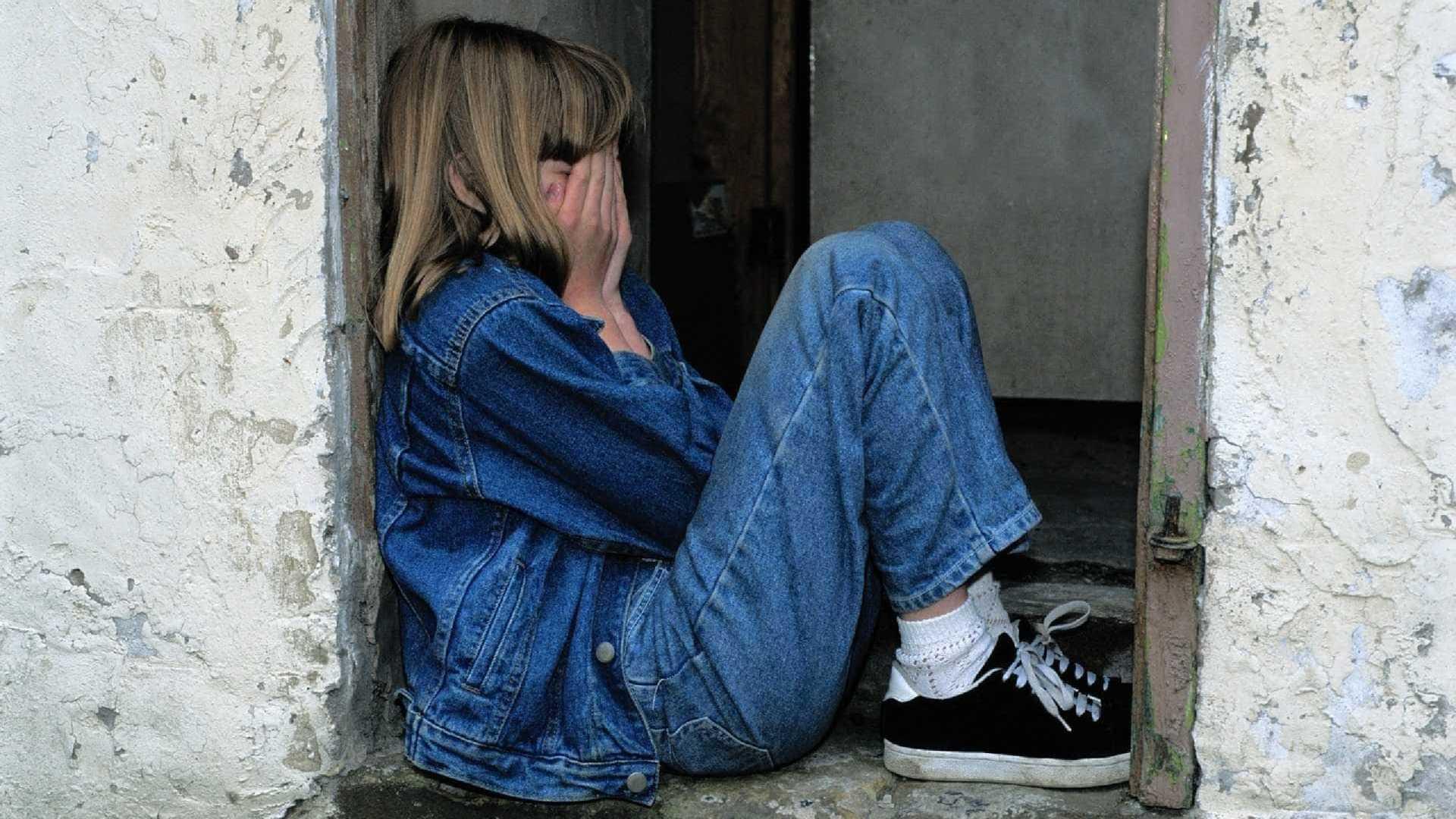 Mãe denuncia marido ao descobrir estupro da filha de 13 anos
