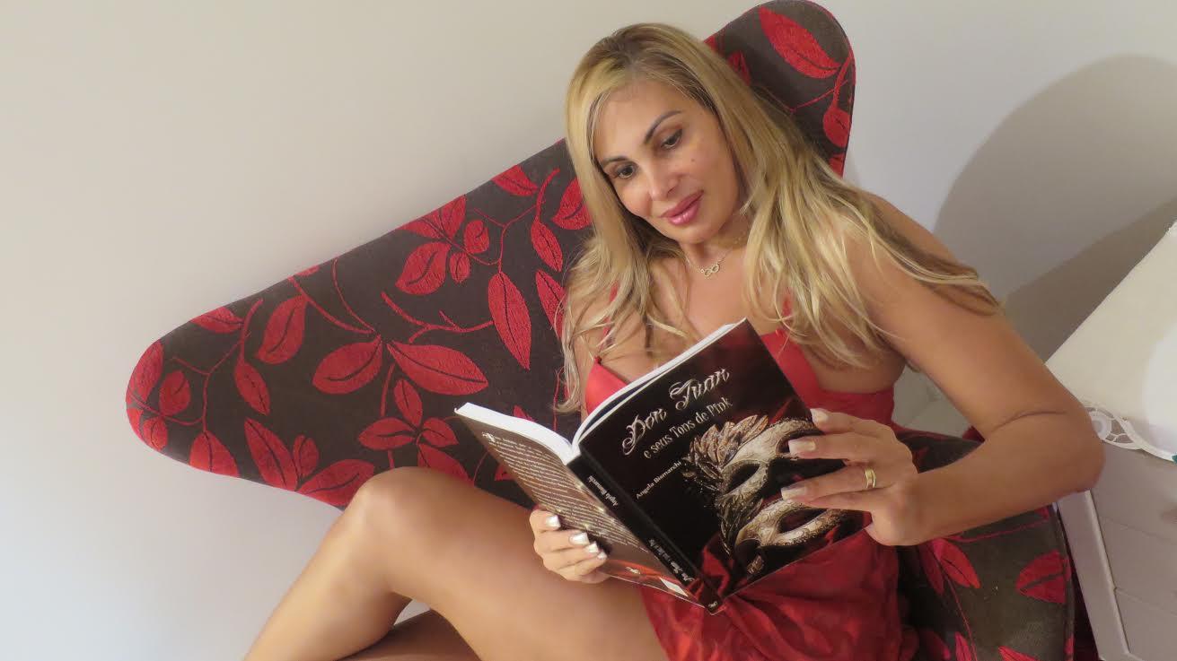 Angela Pelada ex- símbolo sexual, angela bismarchi quer virar pastora