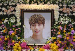 Como a morte de um ídolo do K-Pop expõe a realidade da vida sob os holofotes da fama