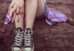 Mãe é presa suspeita de consentir estupro das filhas pelo padrasto