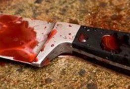 Homem foge de casa após ser agredido com golpe de faca; esposa é suspeita