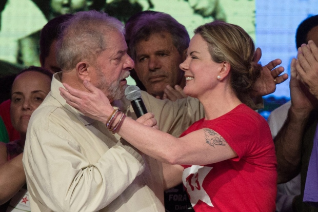 'Não estamos discutindo alternativa, nosso candidato é o Lula', diz presidente do PT