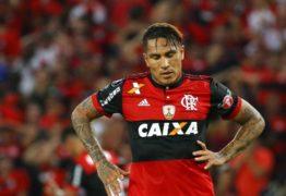 Jornal peruano diz que Guerrero tem 'horas contadas' no Flamengo para definir futuro