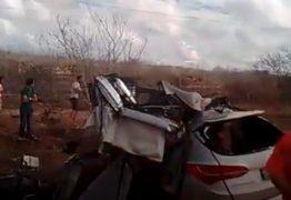 VEJA VÍDEO: Acidente entre carro e ônibus deixa mortos e feridos na Paraíba