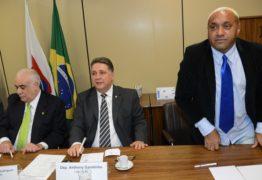Deputados desconfiam de que Tiririca não deixará a política, apesar de discurso