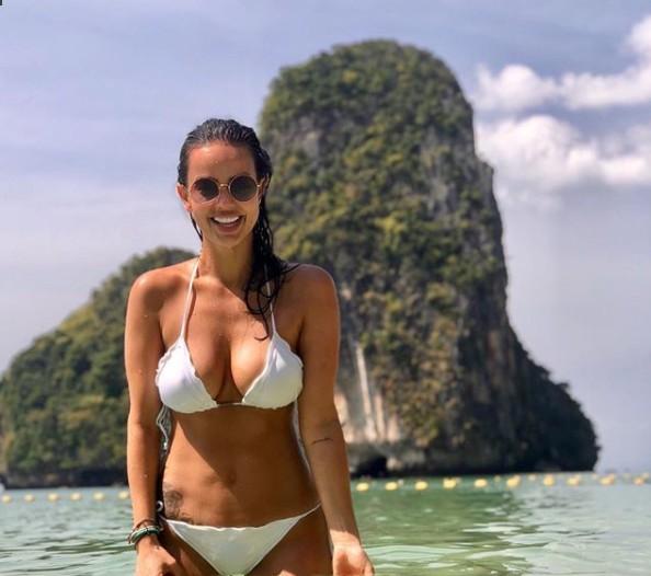 Deputada posta foto de biquíni em praia e ganha elogios: 'já pode ser presidente'; amplie