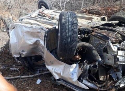 Acidente deixa um morto e três feridos em capotamento no Sertão do estado