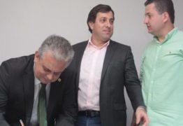 Gervásio transmite cargo de presidente da Assembleia para João Bosco Carneiro