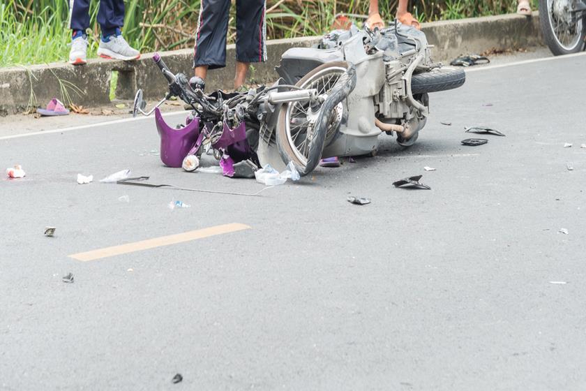 Motociclista morre ao bater de frente em carro