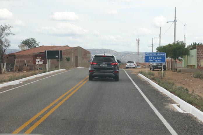 Governador entrega nova estrada que liga São João do Tigre a Camalaú