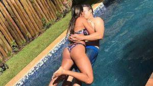 naom 5a53a47c559bf 300x169 - Munik Nunes explica truque de foto 'flutuando' sob piscina com o marido; Veja