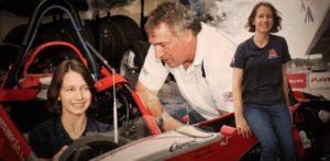 pai e filha pilotos e1517059577627 300x147 - Pai e filha se enfrentam durante corrida em Interlagos