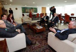 Temer recebe de pastores a Silvio Santos em busca de apoio fora do Congresso