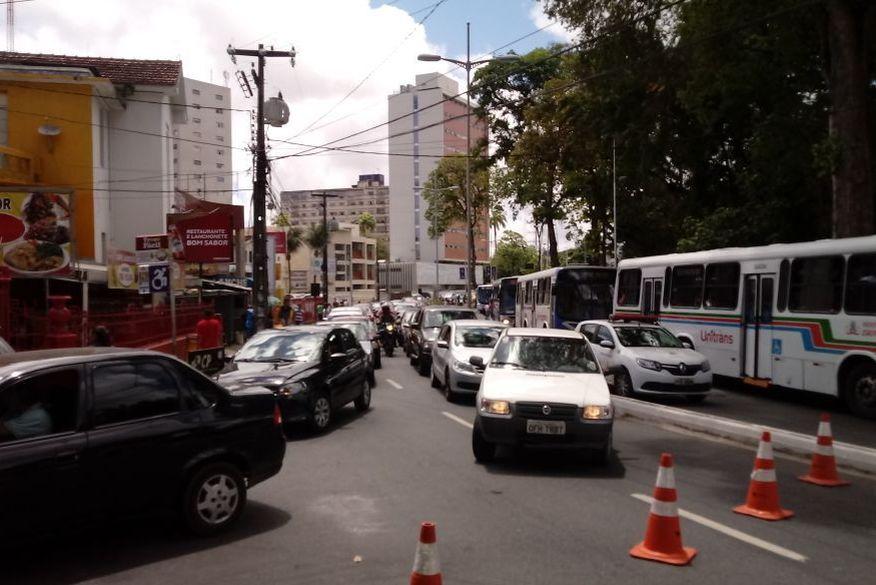 transito   bloqueado   protesto - Protestos e vários pontos bloqueados em João Pessoa, saiba quais são