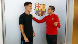 xphilippe coutinho 5.jpg.pagespeed.ic .CmvFLoGWVn 300x168 - Coutinho ganha selfie com o ídolo Iniesta no seu primeiro dia no Barcelona