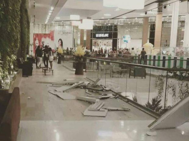 GAMBIARRAS DE SEMPRE: Parte do forro de teto do Manaíra Shopping cai e assusta clientes – VEJA FOTOS