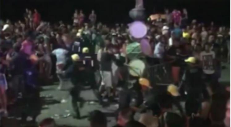 VEJA VÍDEOS: Guerra de gangues é flagrada durante carnaval em Olinda e Recife