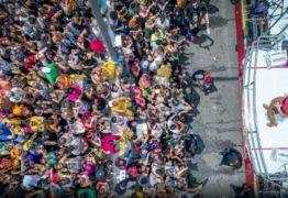 VEJA VÍDEO: Claudia leitte comemora os dez anos de carreira solo puxando mega bloco em São Paulo