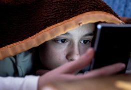 Após morte de criança, onda de desafios online preocupa pais