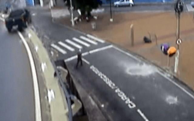 despencaviaduto - VEJA VÍDEO: Carro despenca de viaduto no Centro de Campinas