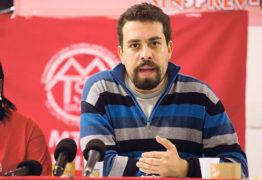 'Bolsonaro deve ser tratado como criminoso', diz Boulos; VEJA VÍDEO