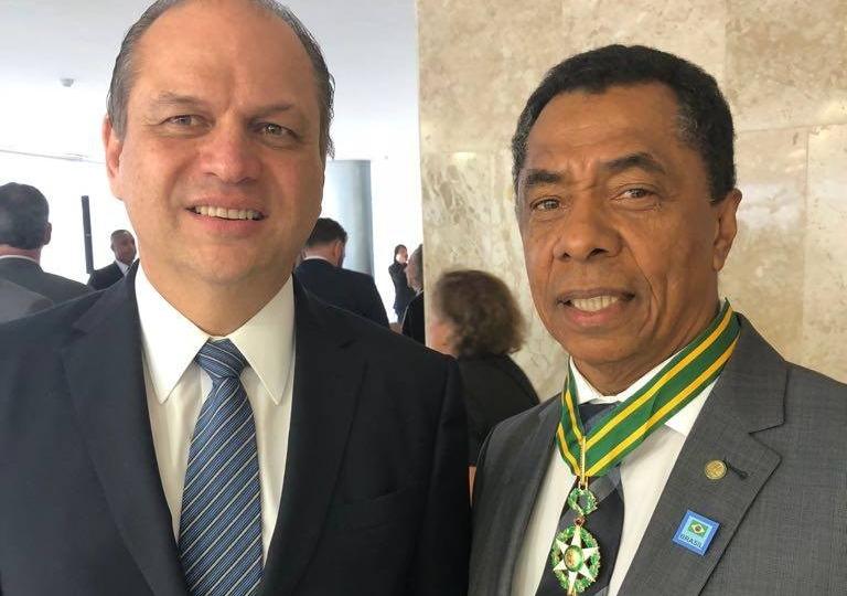 3f71ec95b6fc00590c38ae5cfbcea360 - Deputado Federal Damião Feliciano recebe medalha de Ordem do Mérito Médico