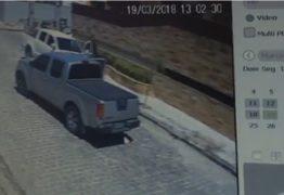 TERROR: Câmeras registram momento em que pai e filhas são assaltados no Bessa