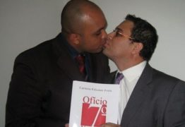 12 ANOS DE UNIÃO: Casal de pastores homossexuais oficializam união em cartório