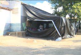 Após fechamento de escolas, professores improvisam salas de aula com lonas na Paraíba