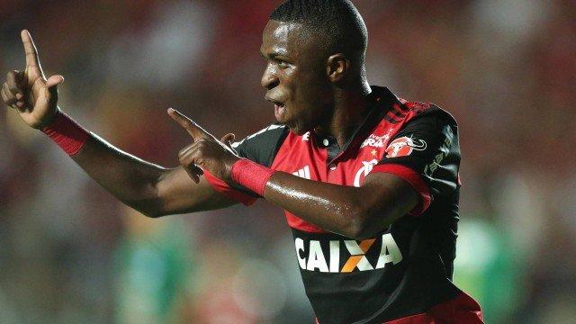 xinfochpdpict000075007877.jpg.pagespeed.ic .EX1COWoUXR - Zico compara Vinicius Jr. com Neymar: 'O Ney, com 17 anos, já desequilibrava mais'
