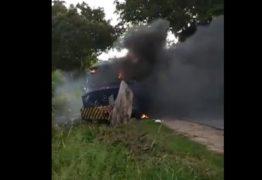VEJA VÍDEO: Bandidos explodem mais um carro-forte em rodovia da Paraíba