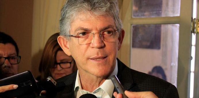 Moradores e comerciantes do Villa Sanhauá assinam termos de uso com prefeito Luciano Cartaxo