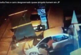 Criança solta freio e carro desgovernado quase atropela homem em João Pessoa -VEJA VÍDEO