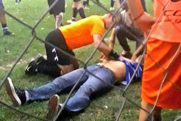 Técnico sofre ataque cardíaco após gol anulado e é salvo por árbitro