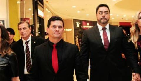 Moro Bretas ReproduçãoFacebook - Juízes da Lava Jato tem segurança reforçada após ameaças