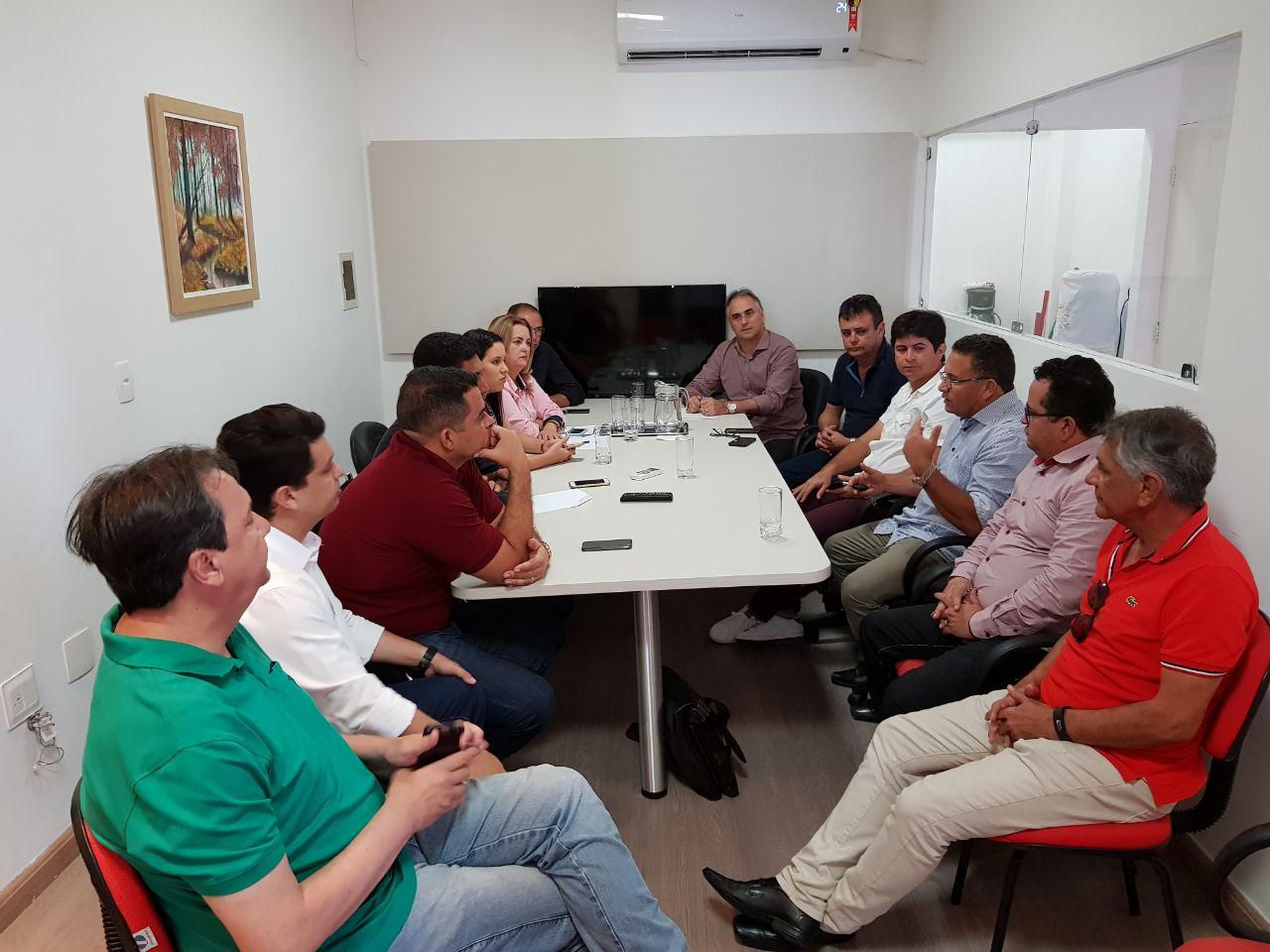 WhatsApp Image 2018 04 25 at 12.49.31 PM - Lucélio dialoga e recebe apoio de mais oito prefeitos