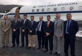 aecio cassio caracas 262x180 - Cássio usou avião da FAB para visitar 'preso político' - Por Flávio Lúcio Vieira