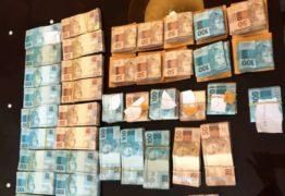 BANHO DE NOTAS: Polícia acha dinheiro em banheira na casa de vereador preso
