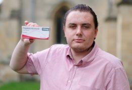 Homem alega que remédio contra dor o tornou gay