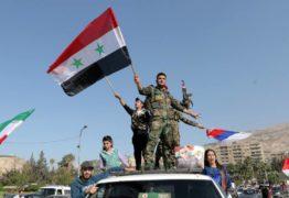População da Síria vai as ruas comemorar resistência do exército contra ataques norte-americanos