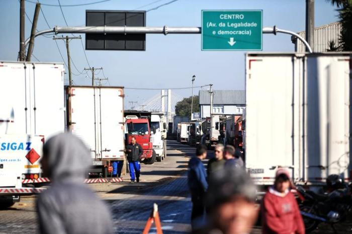 24376238 - Governo cogita pedir prisão de líderes da greve dos caminhoneiros
