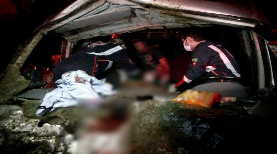 48532ae88356194a0a246ebb56422805 - Batida de van com três cavalos deixa quatro pessoas feridas