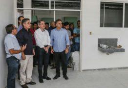 Ao lado de Lira e Cássio, Cartaxo inspeciona obras da UPA dos Bancários